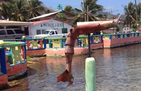 Barracuda statue Providencia